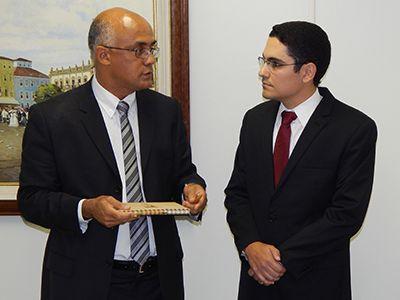 Imagem sobre Empossado novo procurador-geral do Ministério Público de Contas